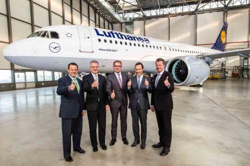 """""""Lufthansa"""" tapo pirmuoju klientu, kuriam pristatytas populiariausio """"A320neo"""" modelio orlaivis"""