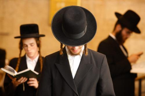 Kartu su mumis. Žydai.