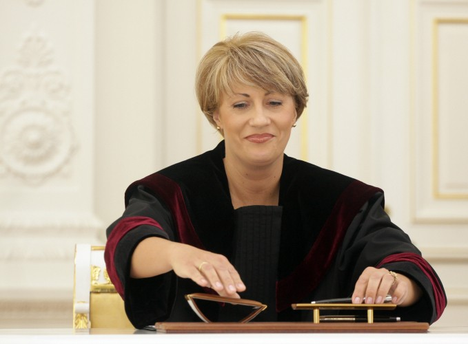 """Vilniaus rajono teismo pirmininkė J.Bagdonienė: """"Įtariamasis teisme gėrė savo atsineštą arbatą, todėl gali būti pavojingas"""""""