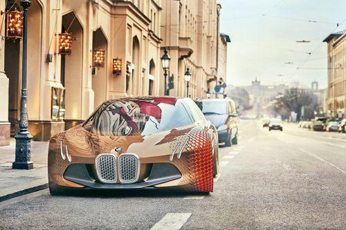 BMW pristatė atnaujintus 2017-ųjų turistinių motociklų modelius