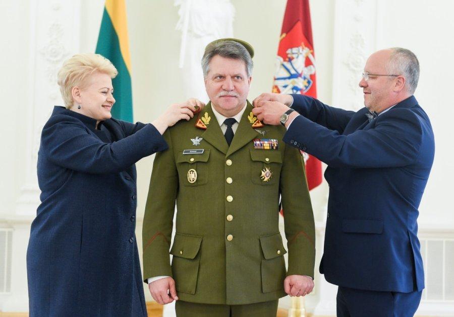 Ar kartu su Juozu Oleku atsistatydins Vyriausioji karinių pajėgų vadė D. Grybauskaitė?