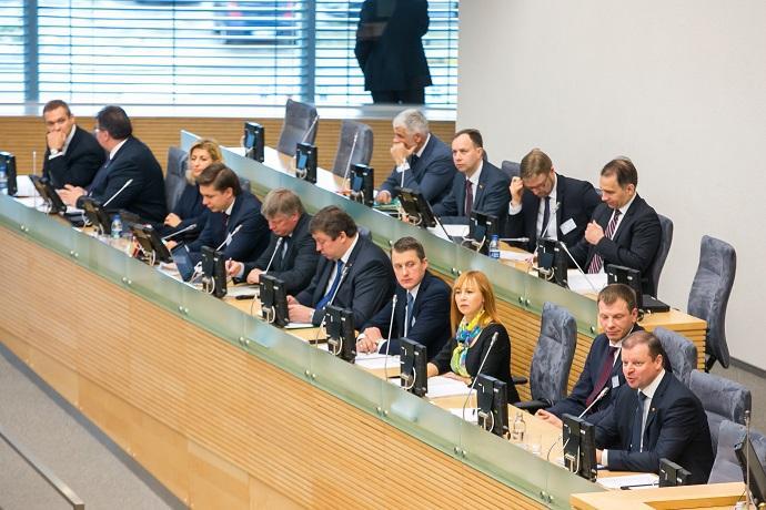 Seimui pristatyta XVII Vyriausybės programa – makaronų rinkinys