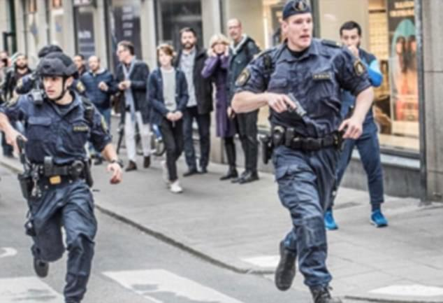 Spaudai uždrausta pranešti : policininkai Stokholme, bandę areštuoti teroristą, buvo sutikti akmenų kruša