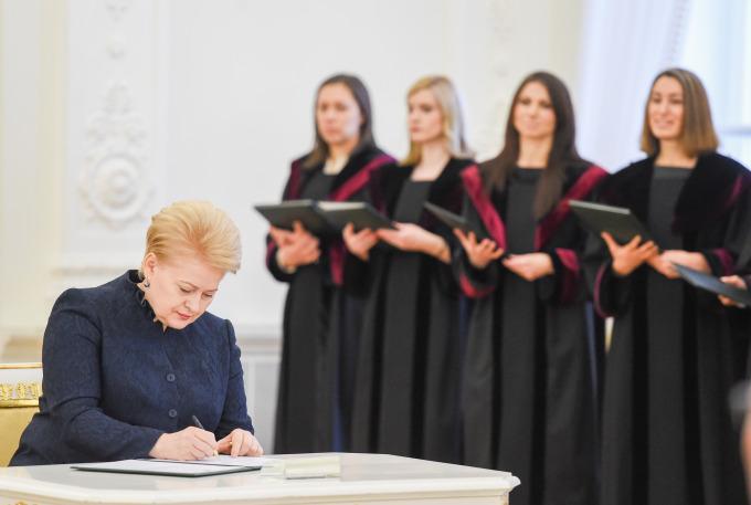 """Peticija dėl neatidėliotinos apkaltos Daliai Grybauskaitei : dėl vaikų grobimo įstatymo, milijardinės """"Independence"""" aferos,  sužlugdytos Garliavos pedofilijos ir nužudymų bylos, """"Snoro"""" banko turto užgrobimo, nežabotos korupcijos teismuose"""