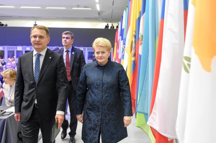 """Teisėsaugą nuolat kaip reketo įrankį naudojanti D.Grybauskaitė prakalbo apie """"teisės viršenybę kaip pamatinę vertybę"""""""