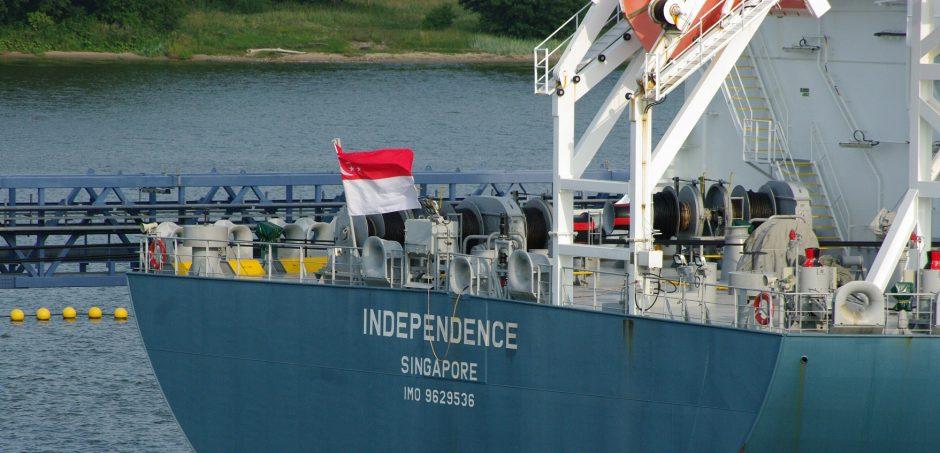 """Lietuvos """"Nepriklausomybė"""" (""""Independence"""") plaukioja su Singapūro vėliava, registruota Bermuduose"""