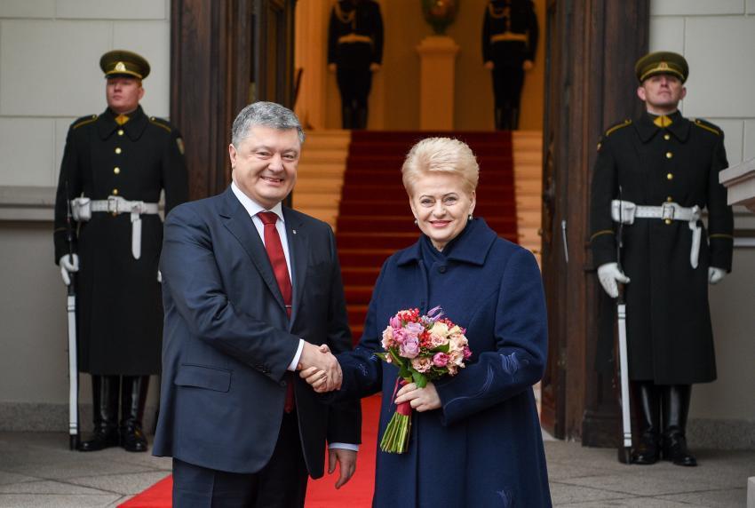 Dalia Grybauskaitė Vilniuje atvirai šantažavo Porošenką, rodė jo sąskaitas ofšoruose