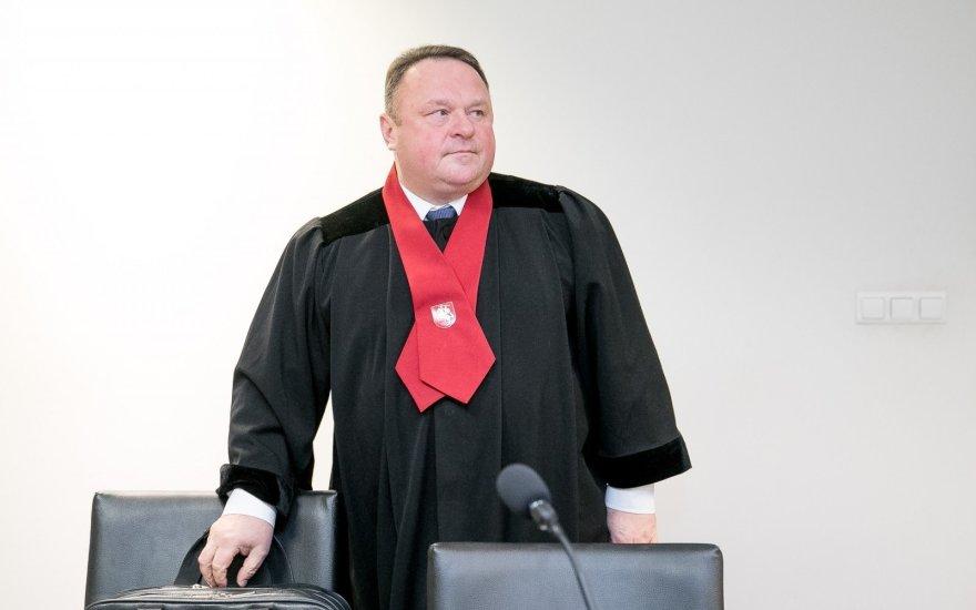Iš prokuratūros už girtavimą išvarytas garsus provokatorius ir pedofilijos bylos klastotojas Kęstutis Gudžiūnas
