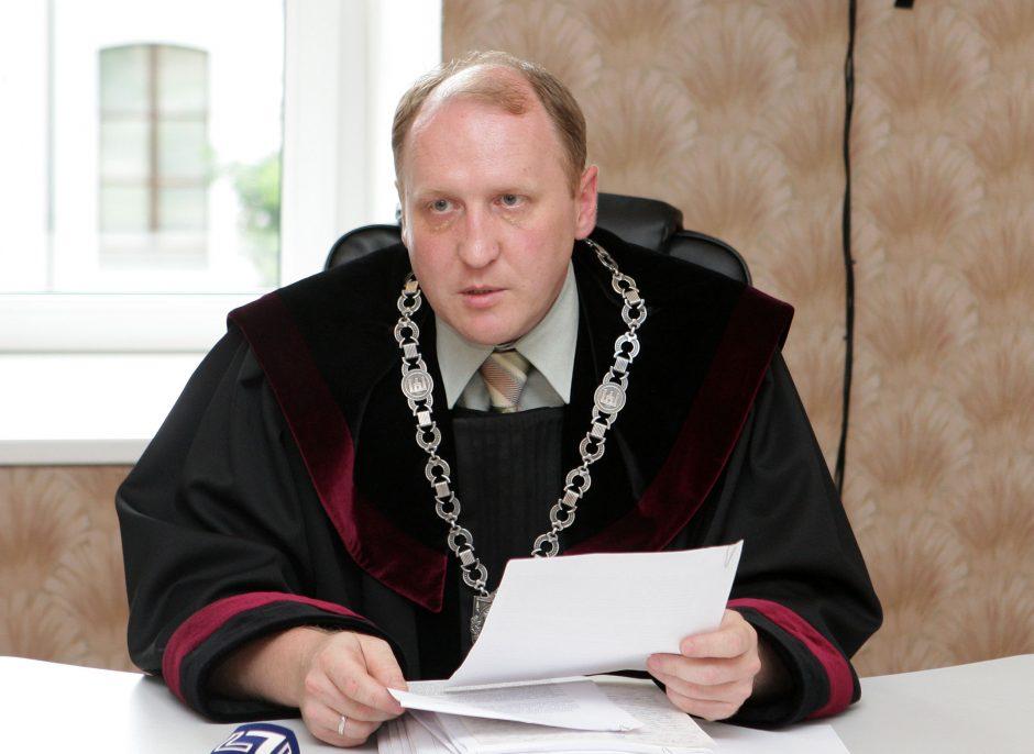 Kaip gyvena žmogų užmušęs ir Deimantę Kedytę sąvadautojai motinai liepęs atiduoti teisėjas Vitalijus Kondratjevas?