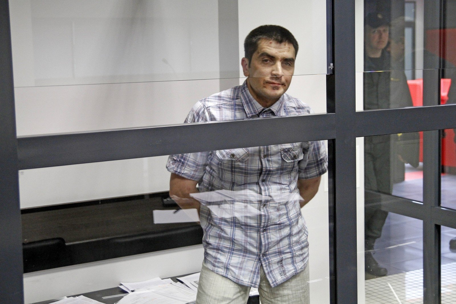 Teisėjos Dalios Kursevičienės sūnus policininkas pagrobė ir sudaužė svetimą automobilį – todėl, kad pasiskundė,  jo savininkas gavo 4 metus kalėjimo