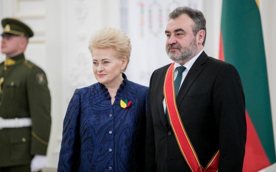 Valstybės perversmo organizatorius E.Kūris apdovanotas Grybauskaitės ordinu