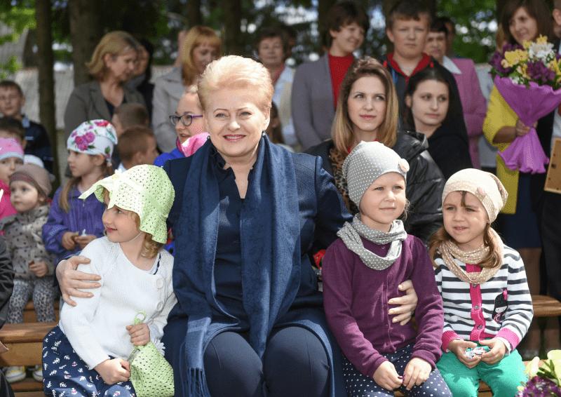 """Petras Gražulis : """"Nė vienas diktatorius tiek vaikams ant kelių nesėdėjo, kiek Dalia Grybauskaitė"""""""