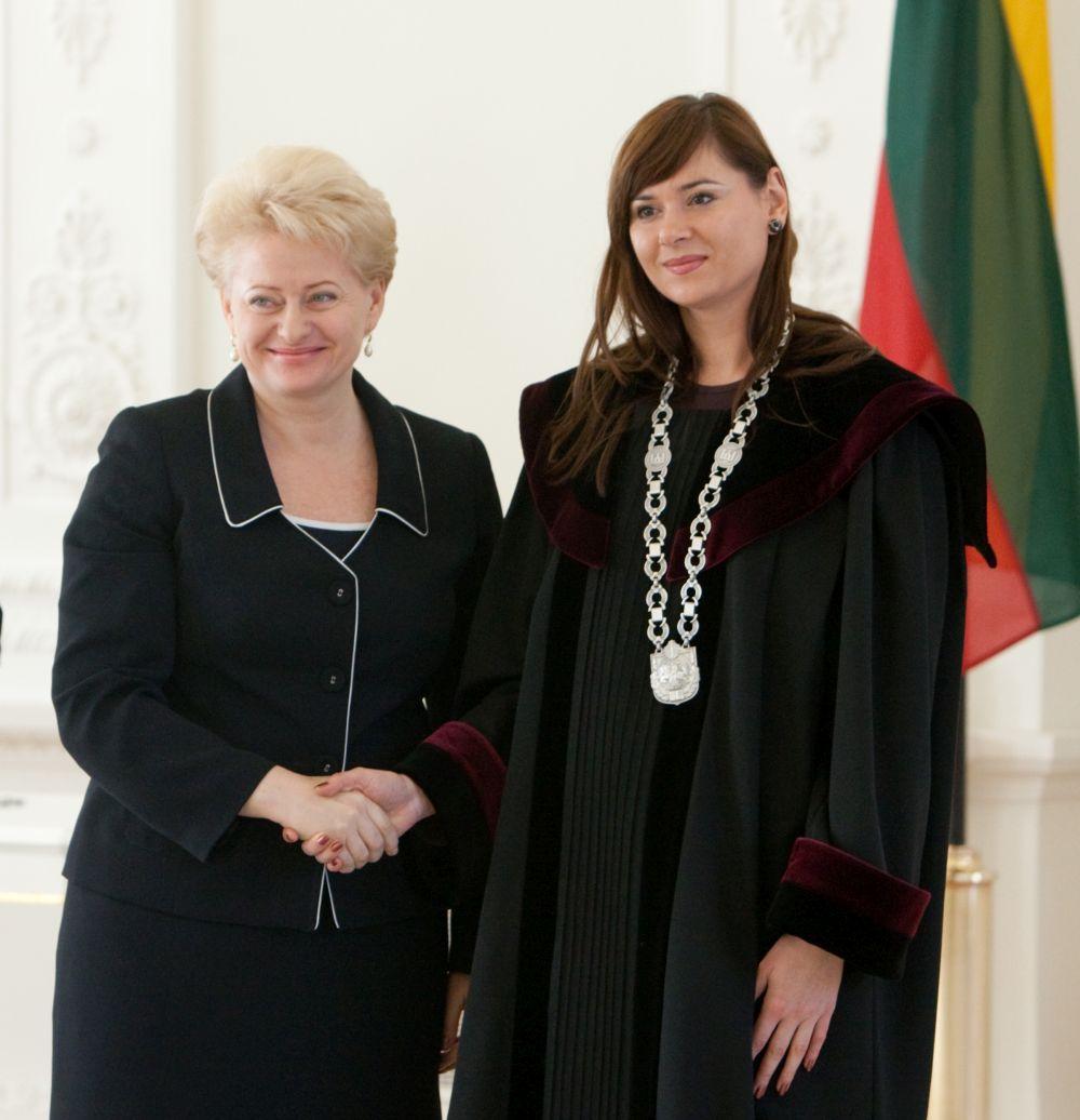 """""""Laisvo laikraščio"""" redaktorius A.Drižius nuteistas 2 metų kalėjimo lygtinai už tai, kad negerbė teisėjos Aivos Survilienės, D.Grybauskaitės favoritės"""