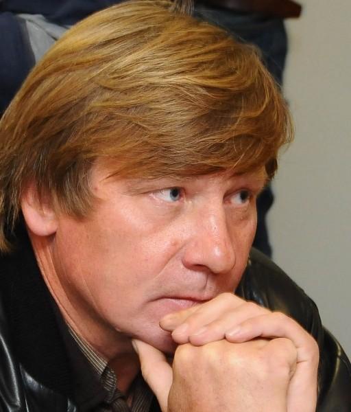 """Teismas : """"Respublikos"""" leidėjas Vitas Tomkus matyt rašė apie mirusį KGB agentą Aurimą Drižių"""