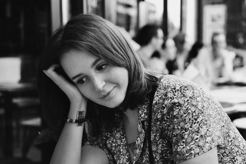 Monikos Markevičiūtės fotografija – tai charakterio magija: jos subjektai ryškios, tikros asmenybės, kurias ji sutinka savo kasdienybėje. Čia nėra jokio pozavimo ar netikrumo, tik nepudruotos ir užburiančios emocijos