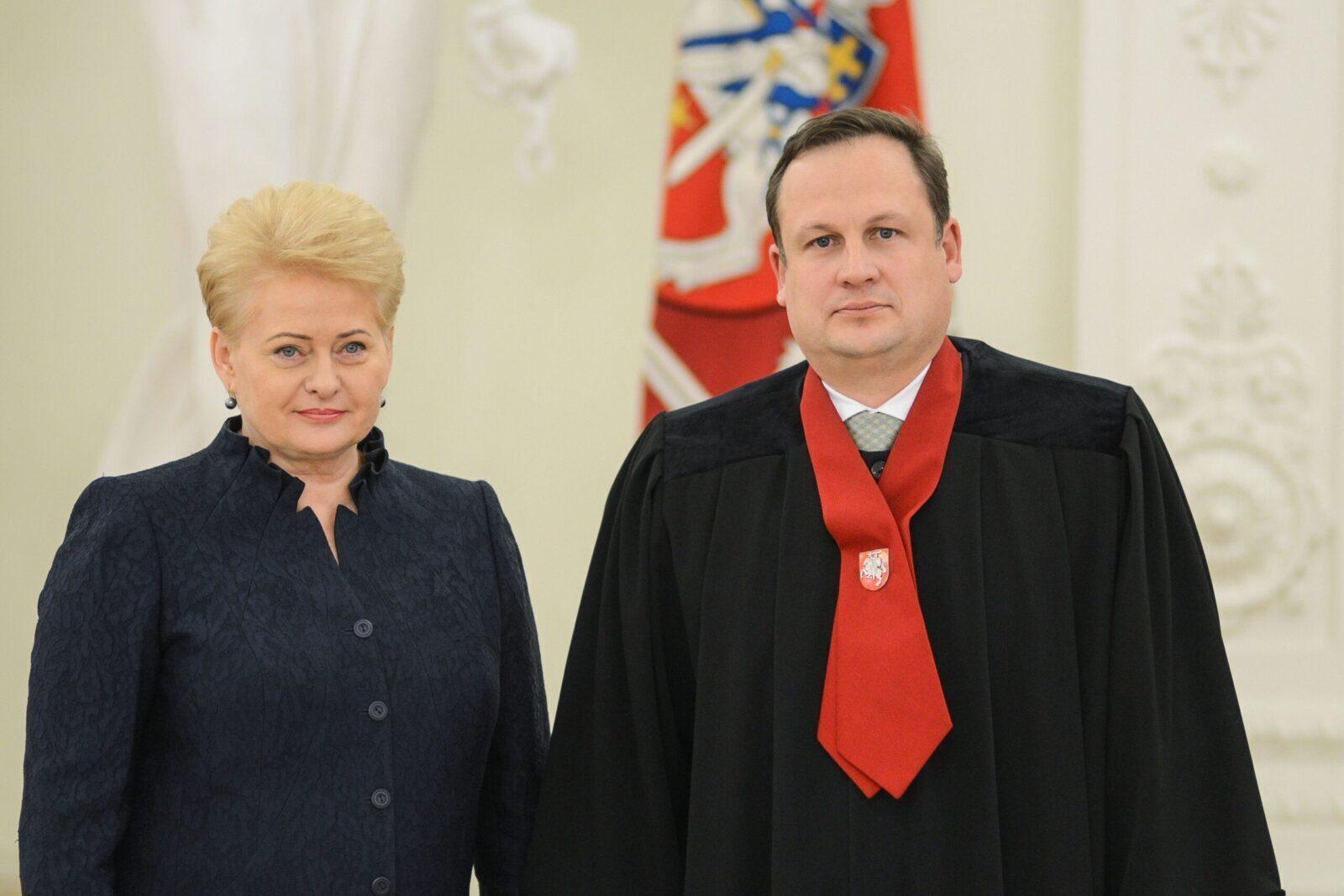 Siūloma, kad įtariamus D.Grybauskaitės nusikaltimus tirtų ne jos statytinis E.Pašilis, bet nepriklausomas prokuroras