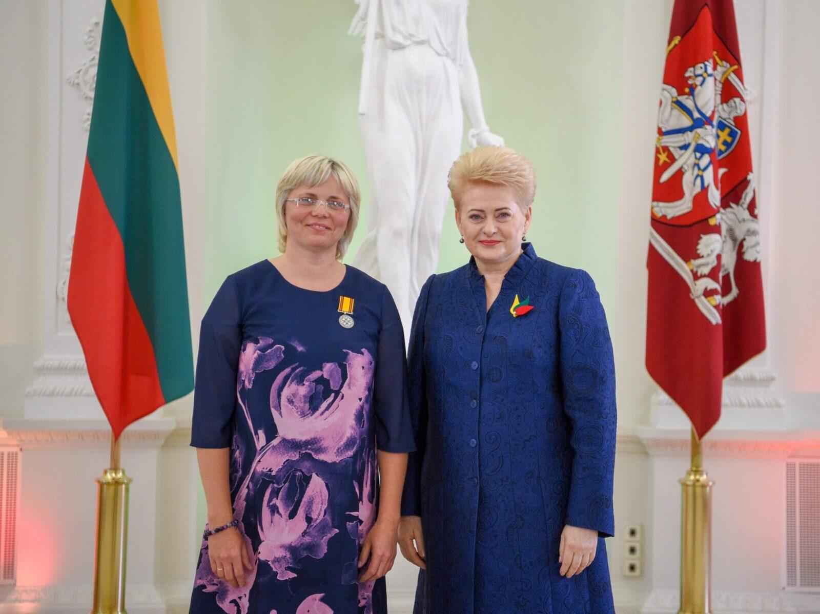 Už tai, kad padėjo nuslėpti Dalios Grybauskaitės nusikaltimus,  J.Damulytei įteiktas Gedimino ordino medalis
