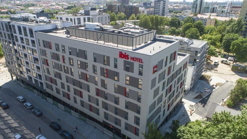"""Vilniuje baigtas statyti ir užsakovui perduotas viešbutis """"ibis"""""""
