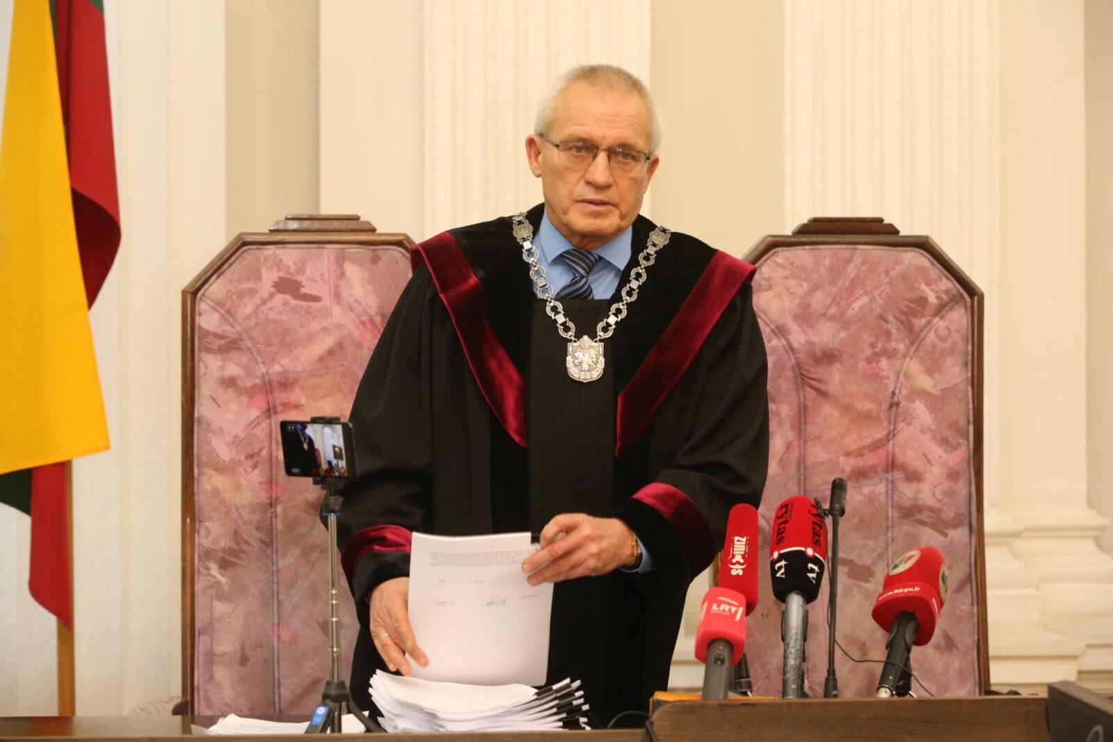 Girtą padariusį avariją Vilniaus apygardos teismo pirmininką Stasį Lemežį gelbėjo visa teisėjų gauja