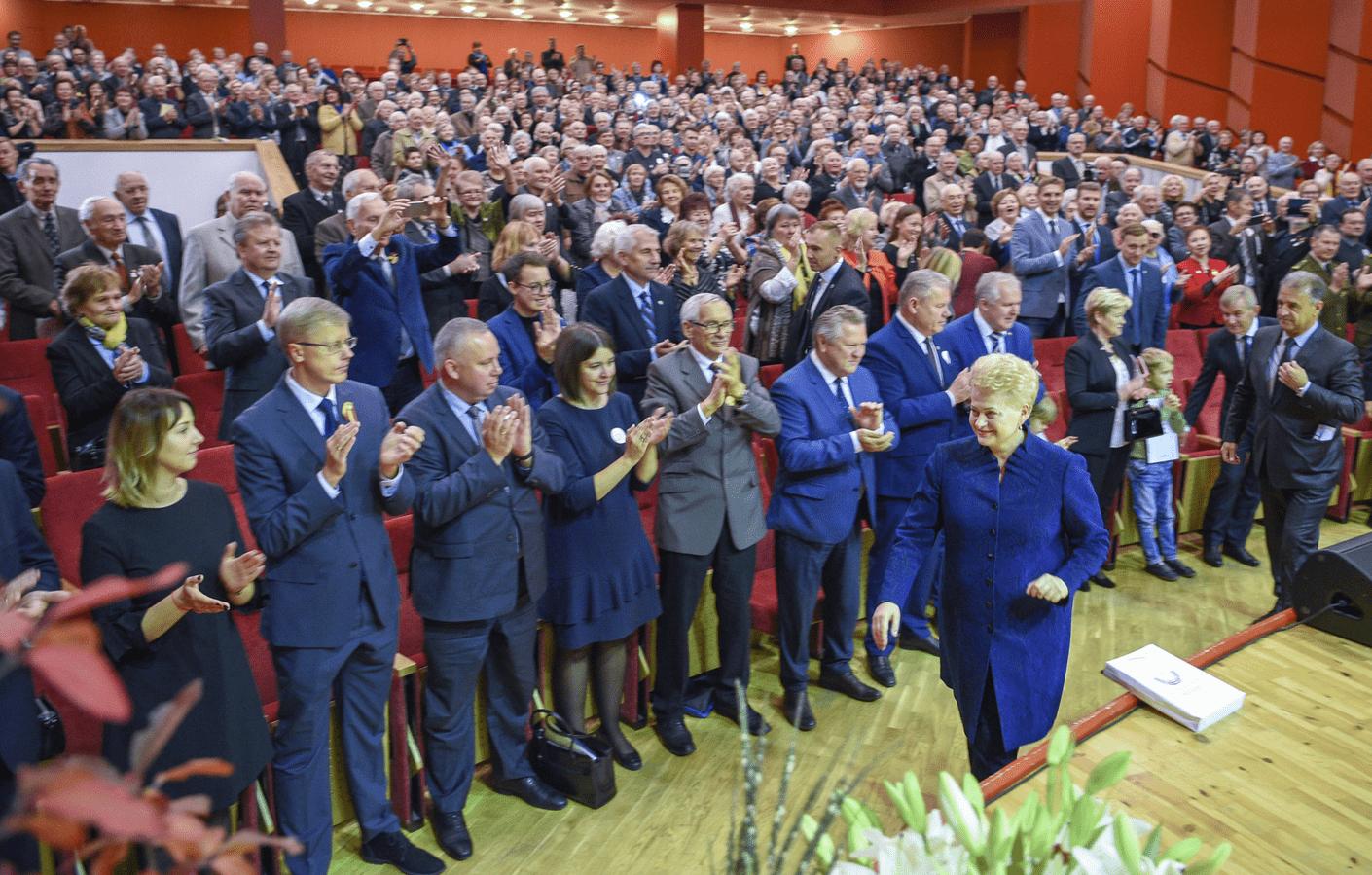 Ovacijomis ir audringais plojimais pasitikta prezidentė D. Grybauskaitė: Jūs patikėjote manimi, aš patikėjau Jumis
