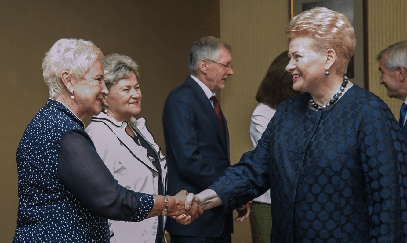 Nušvitimus patirianti politinė prostitutė ėmė spekuliuoti net Vytauto Landsbergio ir Dalios Grybauskaitės vardais