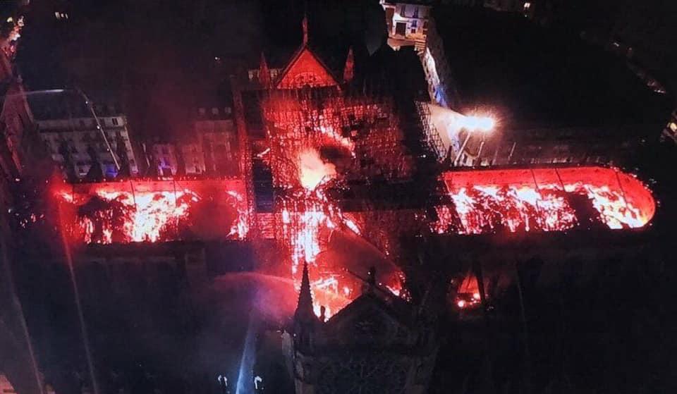 """Paryžiaus Dievo Motinos katedra sudeginta, kaip ir šimtai bažnyčių Prancūzijoje ir Vokietijoje sudeginta su šūkiu """"Allahu Akbar"""""""