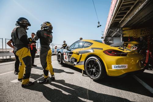 """""""Porsche Baltic"""" toliau renka apdovanojimus – Aurum 1006 km lenktynėse užimta prizinė vieta"""