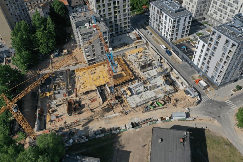 Kristaliniai priedai betonui statybą daro pigesne ir greitesne, o unikalus sprendimas leidžia kontroliuoti įtrūkimus