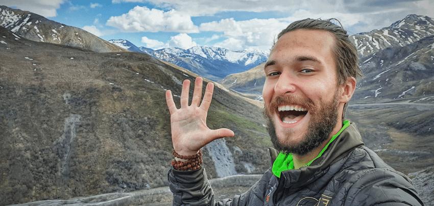 Aliaską vienas pėsčiomis įveikęs jaunuolis: ar keliauti be draugijos – nauja mada?