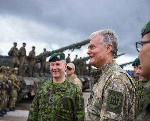 """Grybauskaitės nausėda : """"nenusipirkus NATO tankų, NATO mūsų negins"""""""