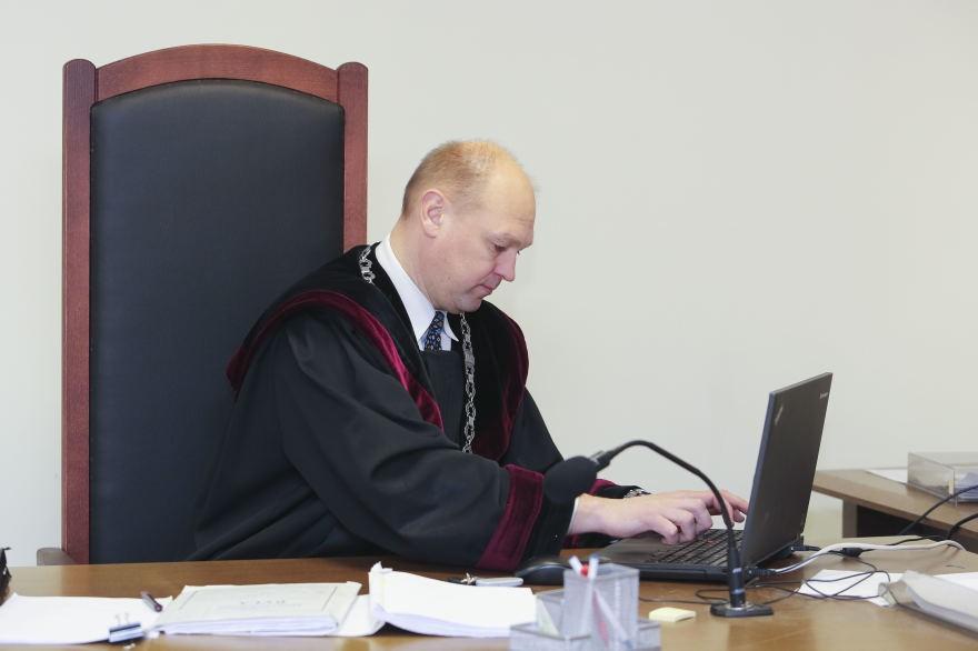 """Teisės korifėjų M.Striauko, A.Cinino, V.Pakalnytės, G.Dzedulionio šedevras – po 20 parų arešto už """"kiekvieną publikaciją"""""""