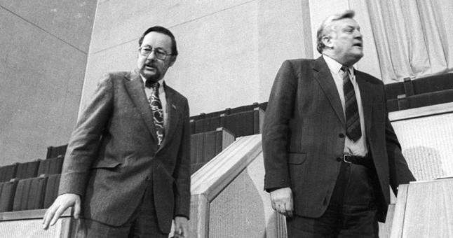 Kokiais argumentais Algirdas Brazauskas ir Vytautas Landsbergis pavertė Arvydą Juozaitį mainoma preke ?