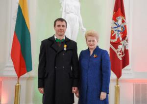 BNS redaktorius V. Beniušis. paskleidęs atvirą melą, prezidentės D.Grybauskaitės apdovanotas Gedimino ordinu