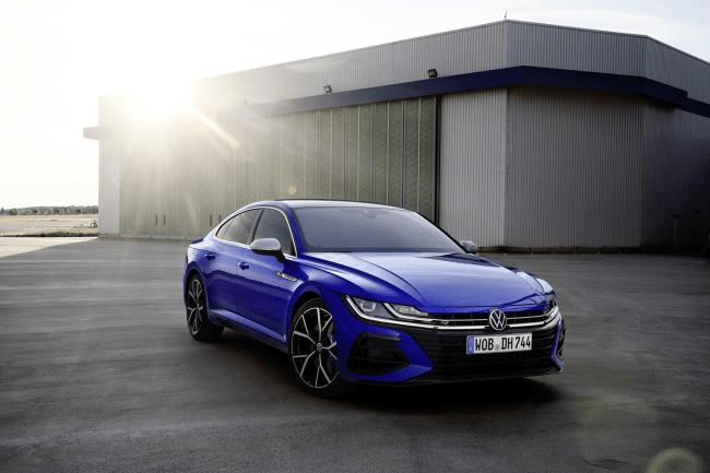 """Naujieji """"Volkswagen"""" """"Arteon"""" ir """"Arteon Shooting Brake"""": įkraunamas hibridas ir atskiras R modelis"""
