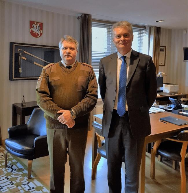 """G.Nausėda šluoja V.Landsbergio kadrus  – vienas jų – """"generolas"""" V.Žukas, atsakingas už kariuomenės pirktus """"auksinius šaukštus"""""""