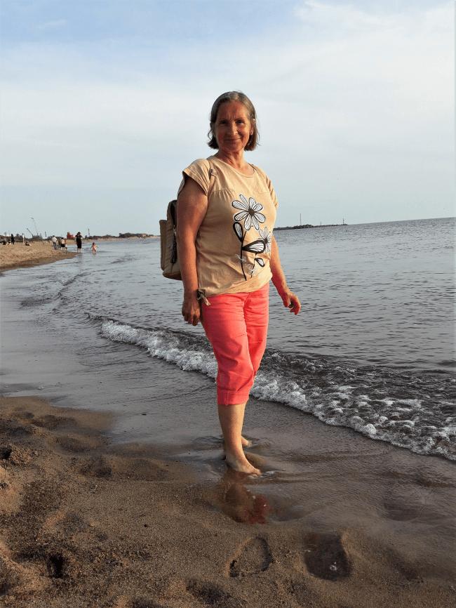 Kasdien po 40 kilometrų nueinanti senjorė gyvenimo be vaikščiojimo neįsivaizduoja