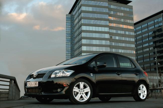 """""""Toyota"""" skelbia, kad daugiausia į atšaukimus reaguoja naujų automobilių savininkai"""