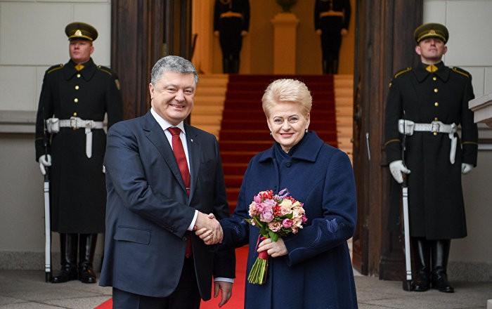 Pasijuokime : Lietuvos draugas Petro Porošenko teisinasi teroristinės Rusijos prezidentui