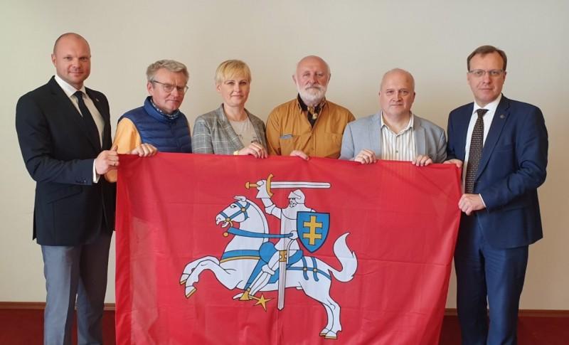 Centro partiją – Tautininkus, į rinkimus ves N.Puteikis, sąraše – profesoriai, visuomenininkai, žurnalistai