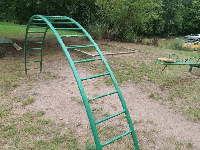 Senjorai gyva grandine neleido statyti vaikų žaidimo aikštelės