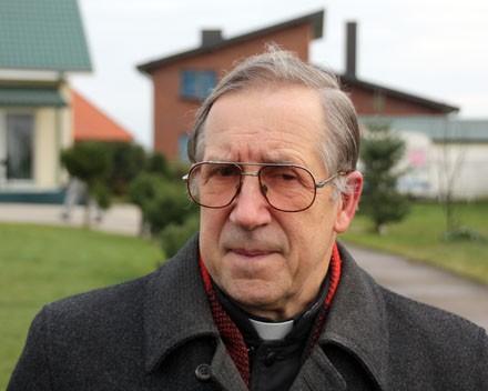 Kunigas Alfonsas Bulota : Draugystę kaimynams reikia nešti ne tankais, bet gerais darbais…