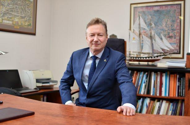 """Klaipėdos universiteto rektorius A.Razbadauskas : """"Valstiečiai"""" pralaimėjo rinkimus, nes įvedė karantiną ir dalino medalius """"saviems"""""""