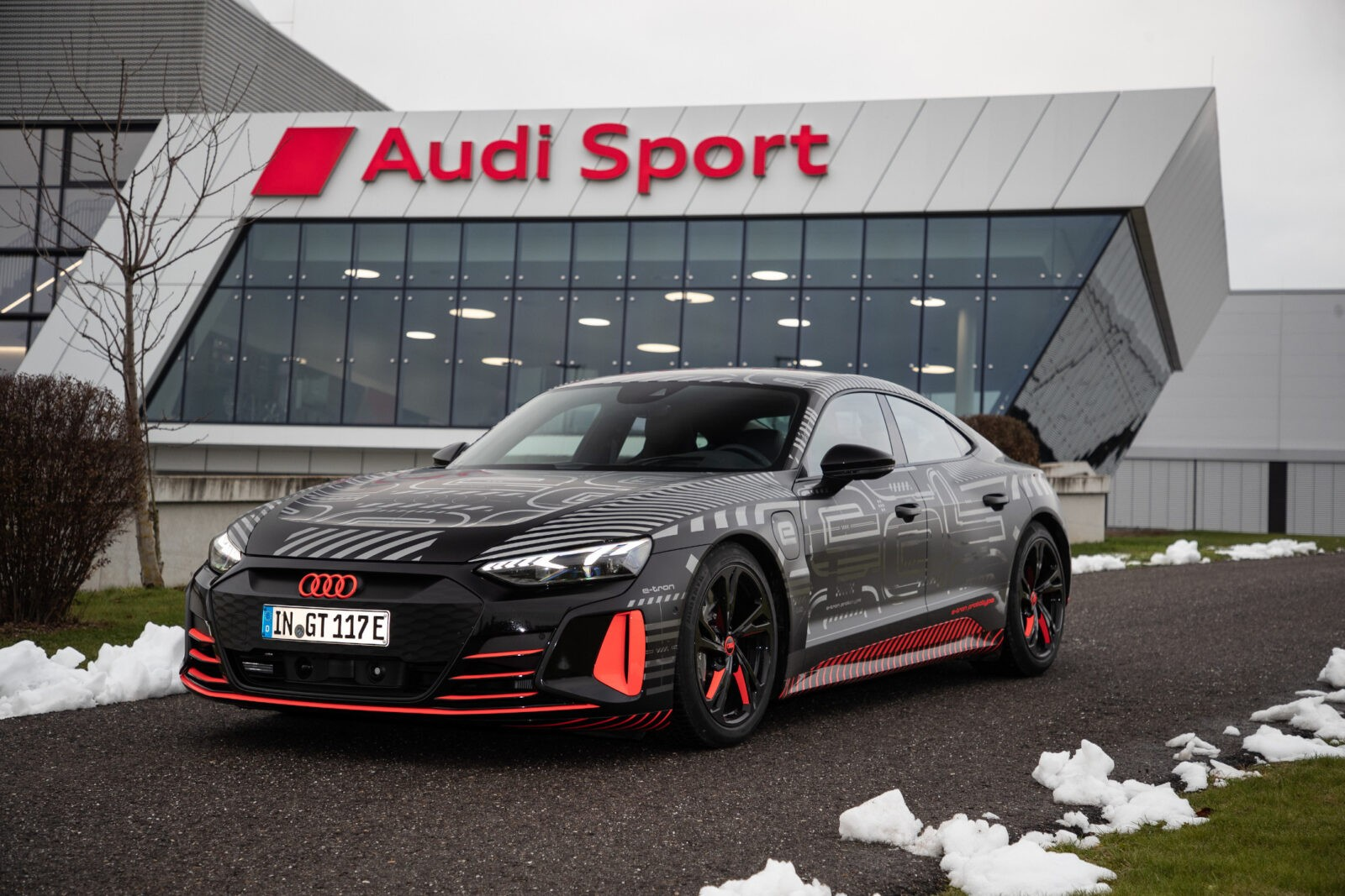 """Naujas """"Audi e-tron GT"""": pradedama serijinė gamyba nulinės taršos gamykloje"""