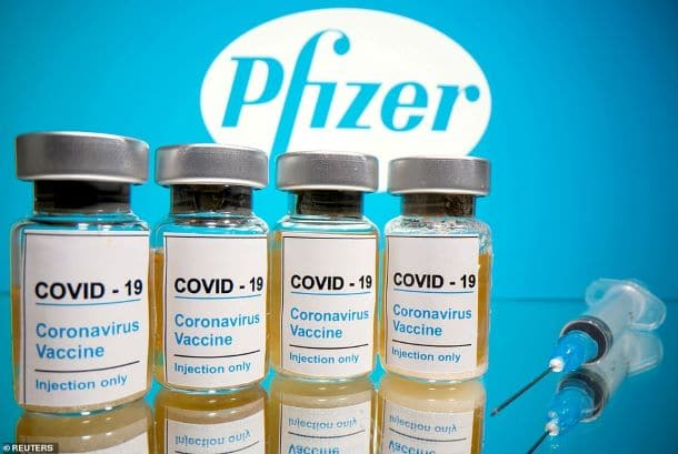 """Didžioji Britanija pirmoji pasaulyje patvirtino """"Pfizer"""" vakciną – žmonės bus pradėti skiepyti kitą savaitę"""