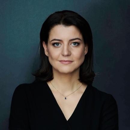 Konservatorės ministrės M.Navickienės šeimos valdomo verslo darbuotojai, net virėjai, pirmi paskiepyti nuo covid-19