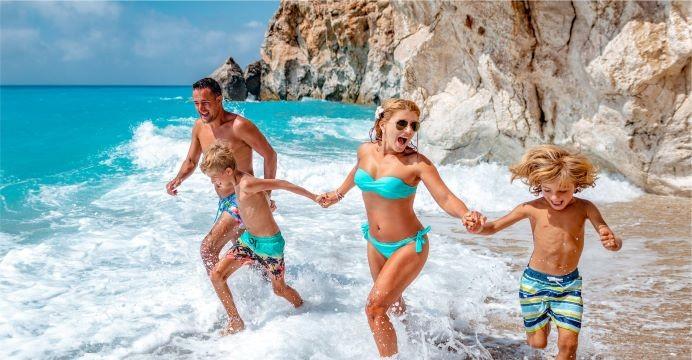 Atnaujinti skrydžiai į Tenerifę – vasariškos šilumos išsiilgę keliautojai keliones derina ir prie moksleivių atostogų