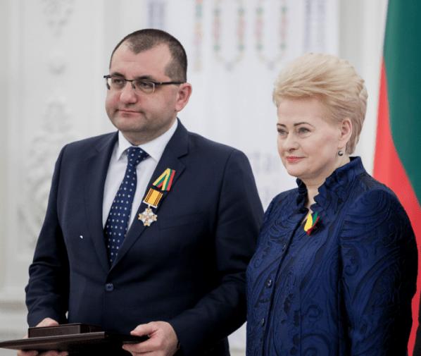 Antanas Baskas : Kas valdo ne tik Lietuvą