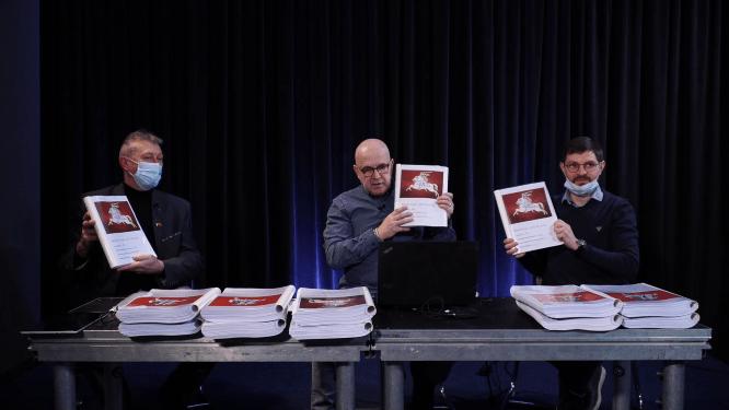 350 tūkst. piliečių parašų surinkę žmonės gali nušluoti Seimą