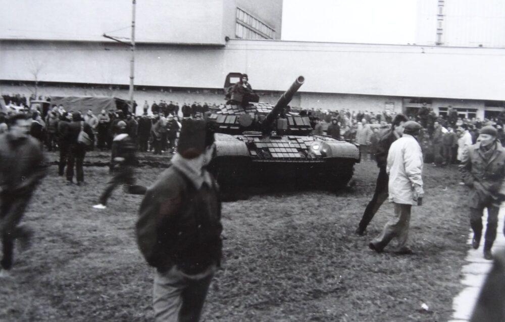 """""""Prezidentas"""" V.Landsbergis, kuris kvietė jaunuolius bėgti iš sovietinės armijos, net savo dešimtmetį anūką Gabrieliuką slėpė ligoninėje svetima pavarde"""