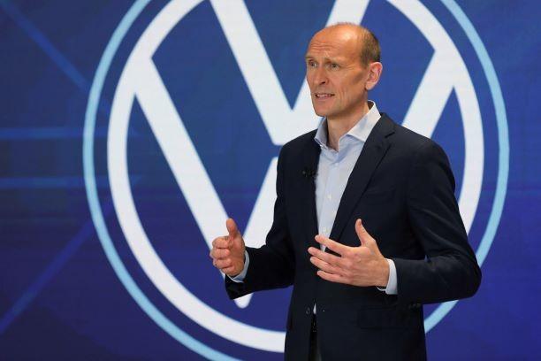 """""""Volkswagen"""" iki 2023 m. planuoja tapti technologijų kompanija"""